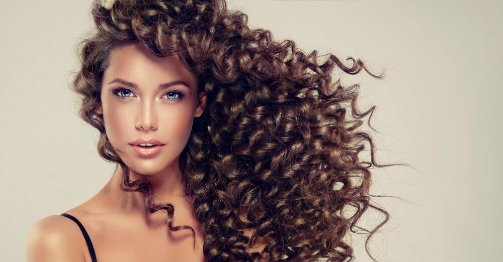 Φροντίδα και styling για τα σγουρά μαλλιά