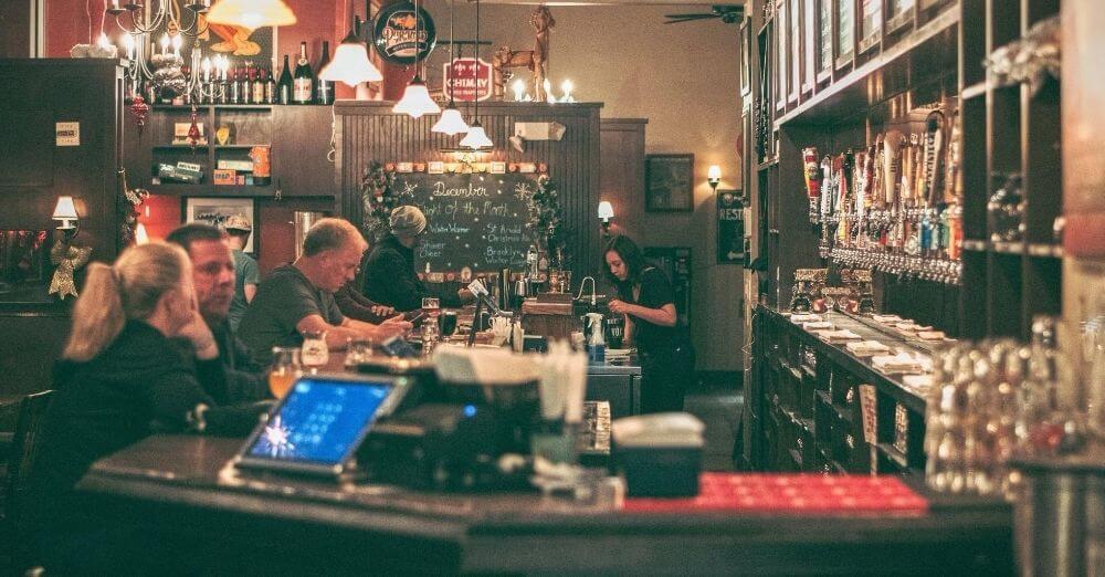 Κορονοϊός: Στα Χανιά το πρώτο πρόστιμο - 10.000 ευρώ σε μπαρ που σέρβιρε μετά τα μεσάνυχτα