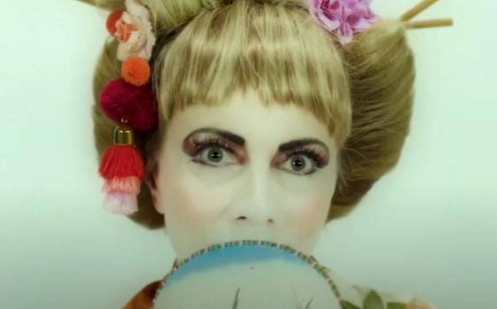 Aπίστευτη αλλαγή: Κι όμως στην εικόνα είναι η Σμαράγδα Καρύδη - Το νέο εντυπωσιακό τρέιλερ για την εκπομπή της! [Βίντεο]